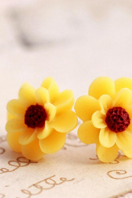 yellow daisy flower earrings, sunflower earrings, flower stud earrings, colorful earrings